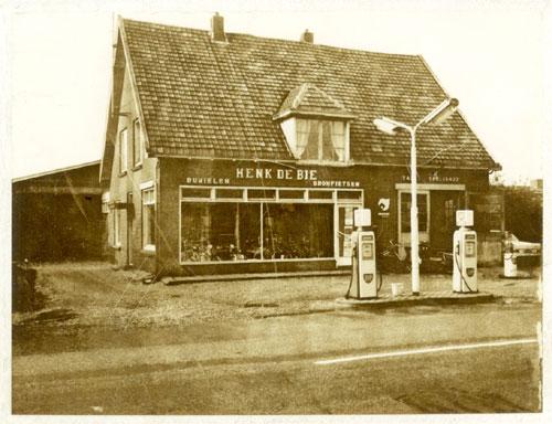 'Rijwielen en Benzinepomp Henk de Bie', collectie Wim de Bie.